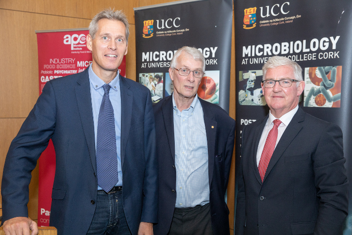 Nobel Laureate visits the School of Microbiology